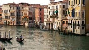 在大运河的长平底船在威尼斯 股票视频