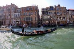 在大运河的长平底船:威尼斯,意大利 免版税库存照片