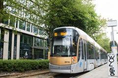 在大道路易丝,比利时的布鲁塞尔电车轨道 免版税库存照片