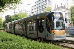 在大道路易丝,比利时的布鲁塞尔电车轨道 图库摄影
