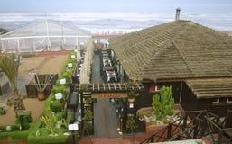 在大道de la Corniche的餐馆和参观酒吧在卡萨布兰卡 免版税库存图片