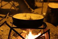 在大锅的准备好肉饭在火 图库摄影