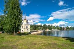 给在大门的塔Svetlitskaya装门并且从半岛Svetlitsa入Nilov修道院,特维尔地区通过 免版税图库摄影