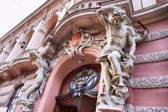 在大门的雕塑对科学家议院在Lvov,乌克兰 直到1939的前全国赌场被修建的  免版税图库摄影