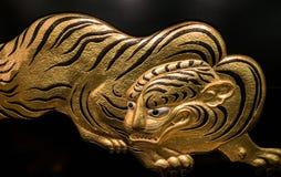 在大阪城堡的金黄老虎艺术品装饰 库存图片