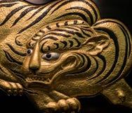 在大阪城堡的金黄老虎艺术品装饰 图库摄影