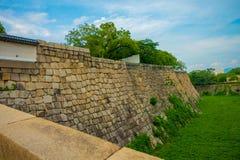 在大阪城堡附近的扔石头的墙壁在大阪,日本 库存照片