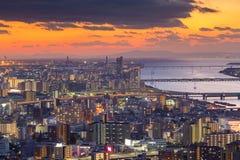 在大阪街市市的住所的日落地平线 库存照片