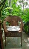 在大阳台的安静和平安的角落在庭院里 免版税库存照片