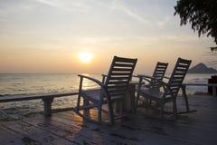 在大阳台的摇椅,日出 免版税库存图片