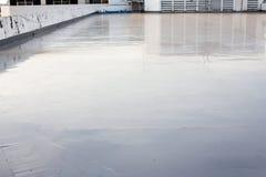在大阳台的湿水泥地板 免版税库存照片