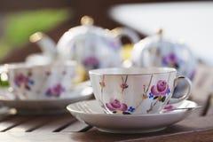 在大阳台的茶具 图库摄影