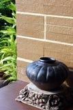 在大阳台的赤土陶器瓦器 库存照片
