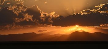 在大陆分水岭的日落 免版税图库摄影
