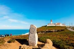 在大陆葡萄牙,罗卡角边缘的灯塔  免版税库存图片