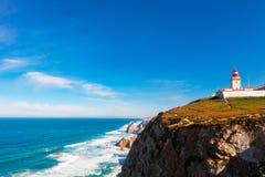 在大陆葡萄牙,罗卡角边缘的灯塔  免版税图库摄影