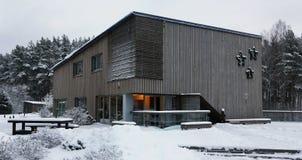 在大雪以后的农村旅馆 免版税图库摄影