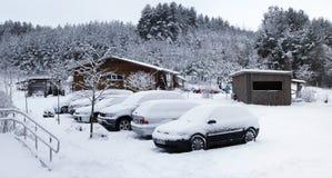 在大雪以后的森林旅馆 库存图片