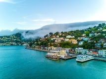 在大雾下的旧金山湾 图库摄影