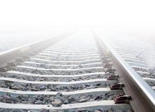 在大雾的火车轨道 免版税库存图片