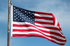 在大风天的美国国旗 图库摄影