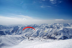 在大高加索山脉山的冬天 gudauri手段滑雪 库存图片