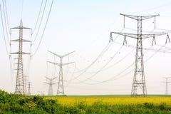 在大麦域的电定向塔 库存照片