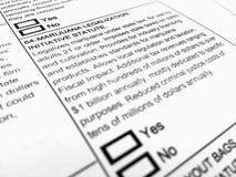 在大麻合法化的选票形式 免版税图库摄影