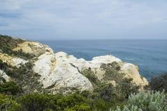 在大洋路,南维多利亚的石灰石海岸线 免版税库存照片