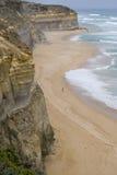 在大洋路,南维多利亚的石灰石海岸线 免版税图库摄影