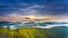 在大叻高地的日出  免版税库存照片