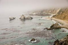 在大Sur海岸的有薄雾的日 免版税库存照片