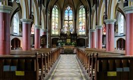 在天主教会里面大教堂  免版税库存图片