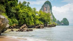 在天光的Railay海滩在Krabi泰国 聚会所 库存图片