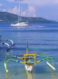 在天堂回归线海岛的小船 库存照片