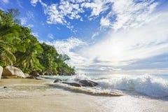 在天堂海滩anse乔其纱的晴天, praslin塞舌尔群岛35 免版税图库摄影
