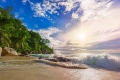 在天堂海滩anse乔其纱的晴天, praslin塞舌尔群岛35 免版税库存图片