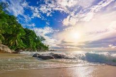 在天堂海滩anse乔其纱的晴天, praslin塞舌尔群岛47 免版税库存照片