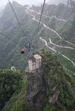 在天堂连接的大道上的缆车在天门山,中国 库存照片