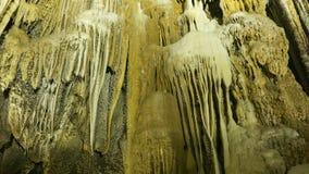 在天堂洞的钟乳石石笋使- Thien Duong, Quang Binh,越南陷下 免版税库存照片