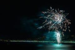 在天庆祝7月14日的烟花在尼斯 免版税图库摄影