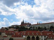 在天期间,布拉格老历史城堡, Hradcany,捷克全景  免版税库存图片