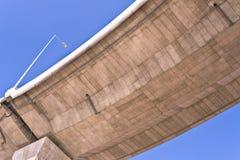 在天桥天空的蓝色 库存图片