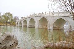 在天津水公园的中国桥梁 免版税库存照片