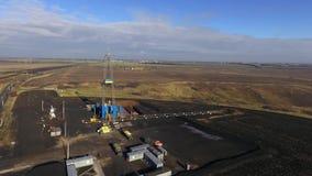 在天然气田的钻井架 股票视频