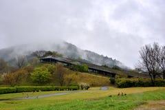 在天狮瓷公园,英雄传奇肯,日本附近的山 库存图片