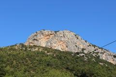 在天空中的山 库存图片