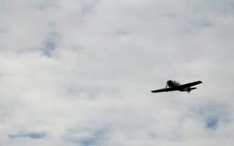在天空俄国苏联军用飞机战斗机,第二次世界大战的攻击机 免版税库存照片