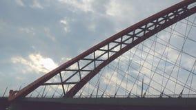 在天空和云彩backround的美丽的桥梁 免版税图库摄影