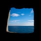 在天空和海之间 免版税图库摄影